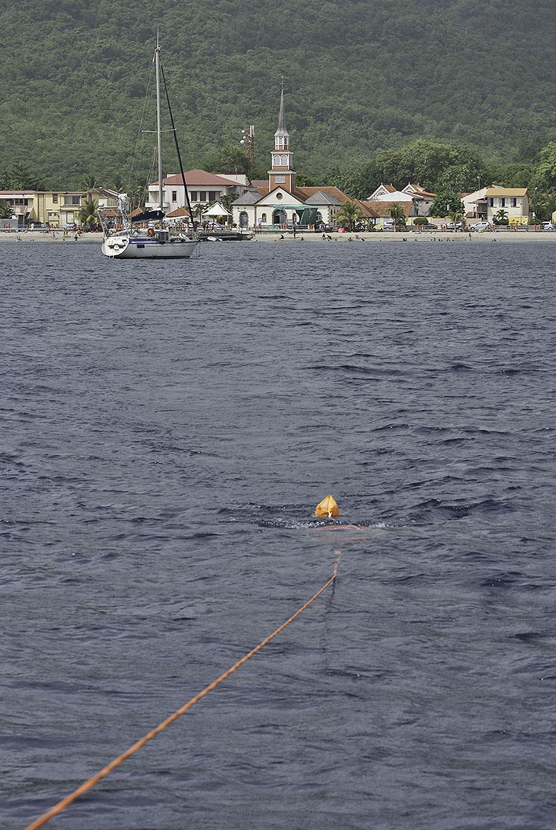 Dragging the plankton net on leaving the bay - photo © Mission Océan