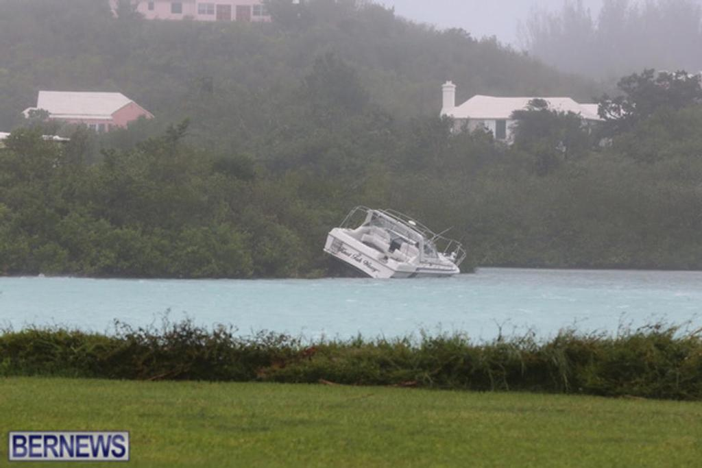 - Bermuda - Hurricane Nicole - October 13, 2016 © Ber News